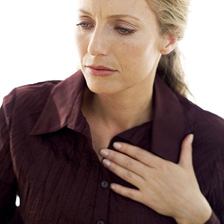 بروز ترشحات نوک سینه + علل و درمان
